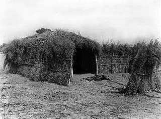 Pictures of Mojave Indian Houses http://mojavedesert.net/cahuilla-indians/01.html